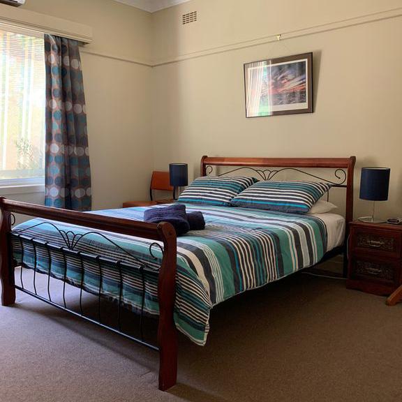 48delany-bedroom1-queen-bed